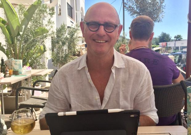 Mr. Laurens van den Bosch is bedrijfsadviseur en oprichter van Ibizabusinesstips, publiceert regelmatig over ondernemen op Ibiza